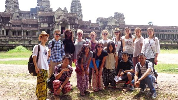 Group photo of high-school volunteers with angkor wat