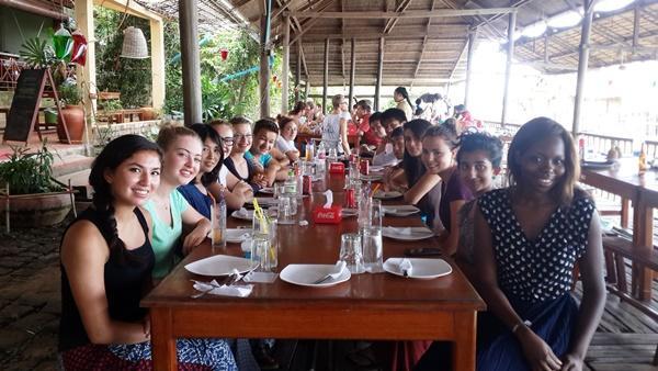 high-school volunteers at a restaurant