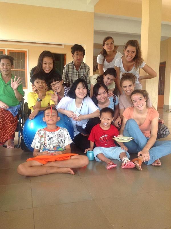 Volunteers with cambodian children