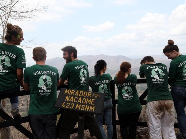 Projects Abroad volunteers lookout over the valley in Barra Honda National Park