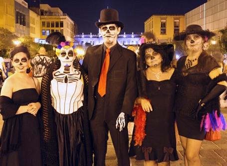 Mexicans celebrate Day of the Dead by dressing up