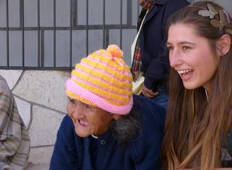 Volunteer spends time with an elderly Peruvian woman at a care home