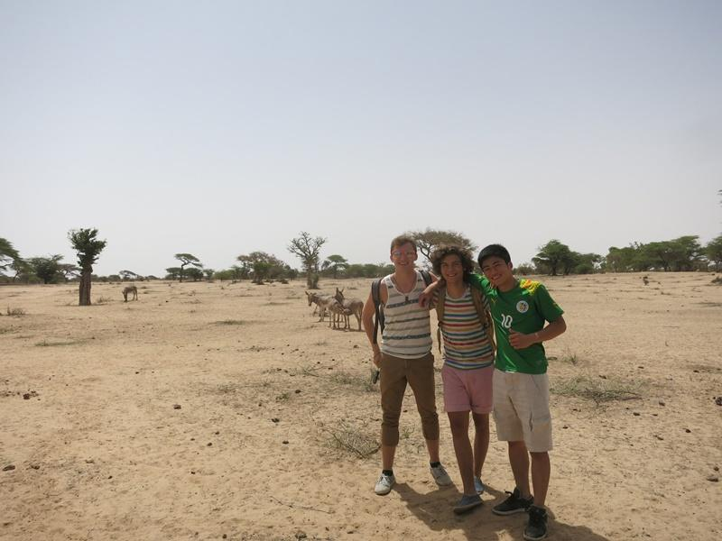 Teen volunteers outside in Senegal