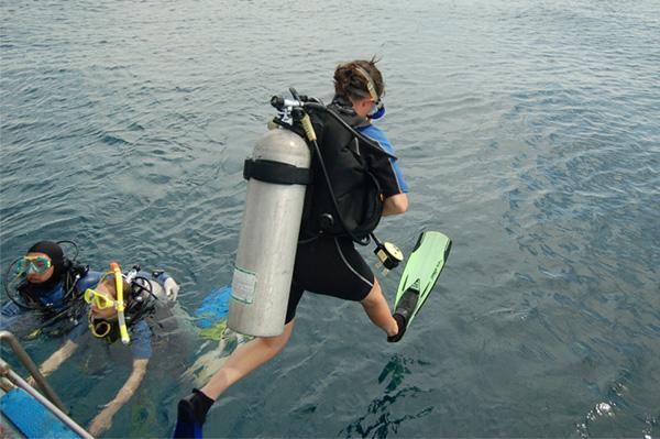 Volunteer on a dive