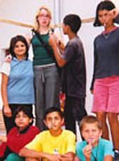Alina mit Waisen
