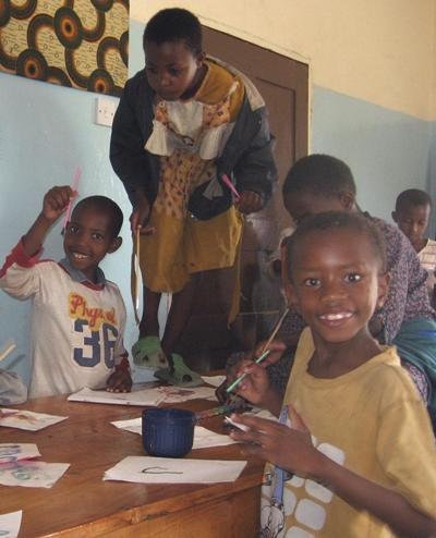 Sozialarbeit Tansania Kunststunde