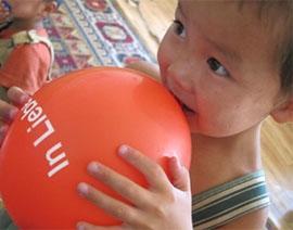 mongolei-sozialarbeit-luftballon