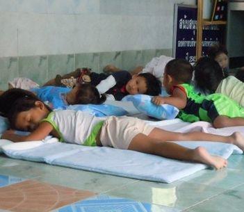 thailand-sozialarbeit-mittagsschlaf