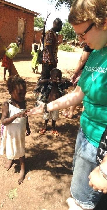 ghana-medizinpraktikum-freiwillige-mit-kind