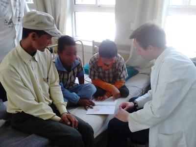 nepal-sozialarbeit-lesen