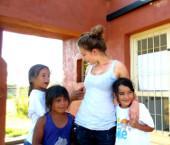 argentinien-sozialarbeit-freiwillige-mit-kindern