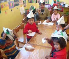 Bolivien-Sozialarbeit-Basteln