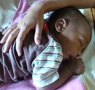 tansania-sozialarbeit-baby