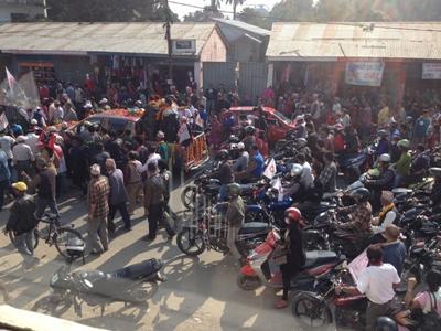 Ein politischer Marsch in Barathpur, nach den Wahlen in Nepal