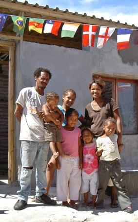sudafrika-hausbau-township-familie