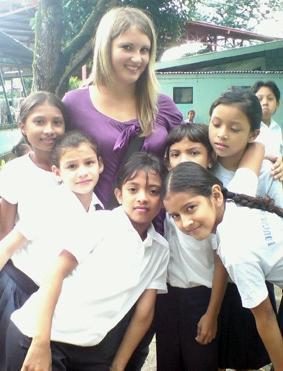 costa-rica-unterrichten-schulerinnen