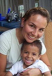 Kim mit Waisenkind