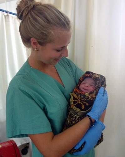 Lisa durfte ein Baby selbst entbinden