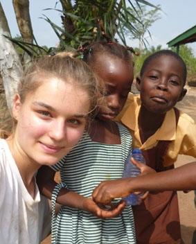 ghana-hausbau-kinder