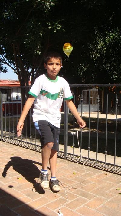 Eines der Kinder beim Spielen
