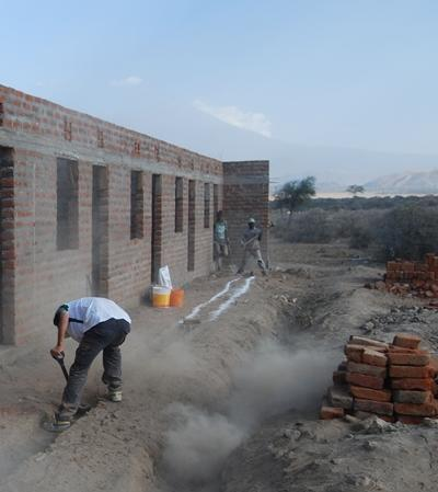 tansania-hausbau-arbeit