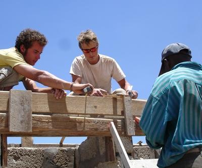 tansania-hausbau-freiwilliger