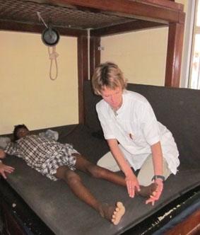 Nepal, Physiotherapie, Behandlung