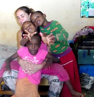 tansania-medizin-freiwillige-mit-kindern