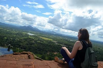 Olivia auf dem Löwenfelsen in Sigirya, Sri Lanka