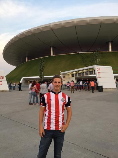 Ausflug zu einem Fußballspiel im Estadio Jalisco