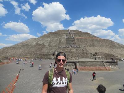 Freiwilliger bei einem Ausflug zur Maya-Ruine Teotihuacan