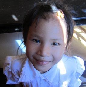 kambodscha-unterrichten-schulerin