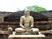 sri-lanka-sozialarbeit-alte-tempelanlage-polonnaruwa