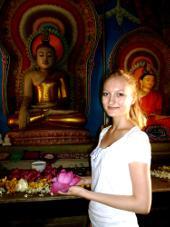 sri-lanka-sozialarbeit-kennenlernen-fremder-religionen-hier-in-einem-buddhistischen-tempel