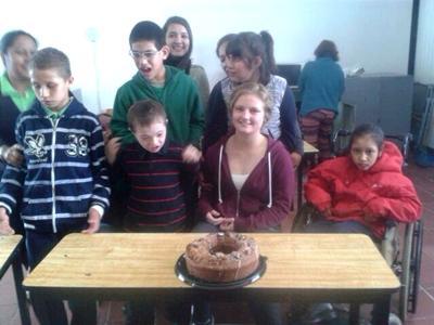 Frivillig arbejder med handicappede på mexicansk skole