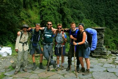 Casper sammen med de andre frivillige i Nepal