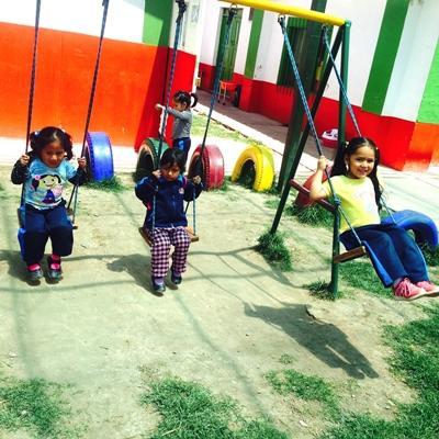 Legende børn i børnehaven i Peru