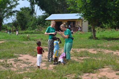 Mor og datter er ulandsfrivillige i Ghana