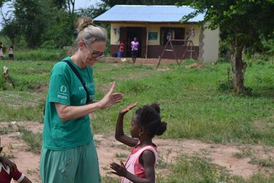 Leg og glade smil i Ghana