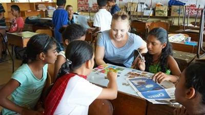 Frivillig besøger lokal skole for at fortælle om sund kost og motion