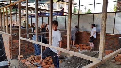 Vi genopbygger lokale skoler i Kathmandu