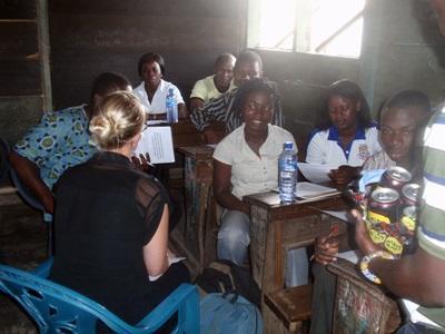 Diskussion med en gruppe lokale lærere