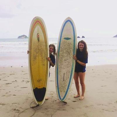 Frivillige på surftur