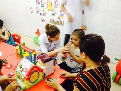 Volunteers working with children in Vietnam