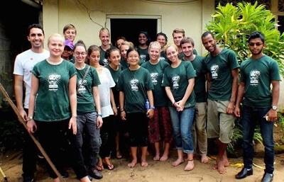 Group of volunteers in Sri Lanka