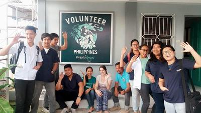 Occupational Therapy and Physiotherapy volunteers at the Projects Abroad office in Philippines