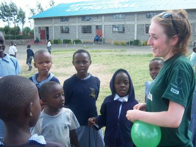 Volunteering with children in Kenya