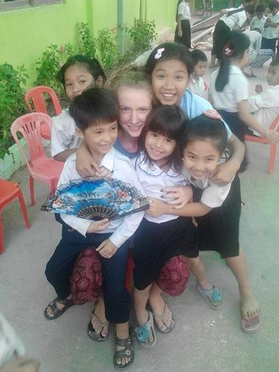 Hazel with the children at her Teaching placement in Cambodia