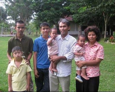 Jamnong and family