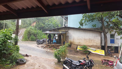 A street and house in Sri Lanka